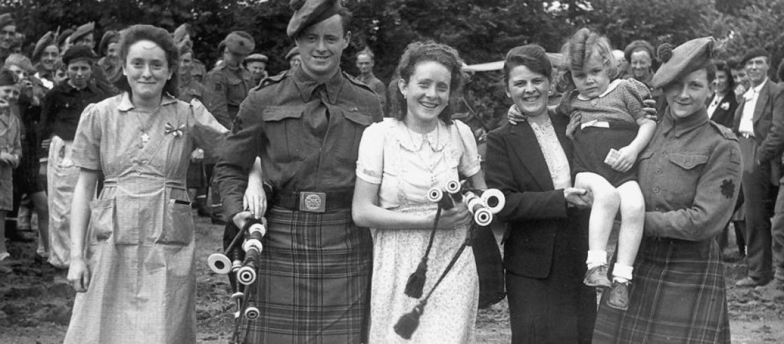 Black Watch pipers WW2